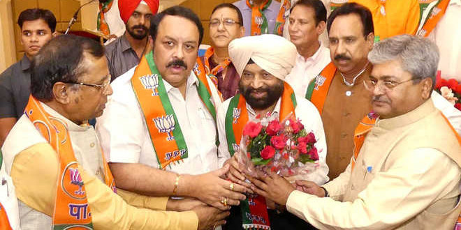 BJP expels 'tainted' ex-officer