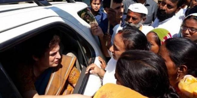 अमेठी में राम अवतार के परिजनों से मिलीं प्रियंका, पुलिस हिरासत में हुई थी मौत
