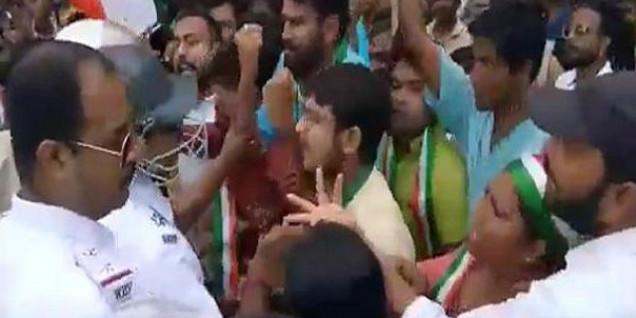 प.बंगाल: धारा 370 खत्म करने पर जश्न मना रहे BJP नेता गिरफ्तार, लेफ्ट फ्रंट सड़कों पर उतरा