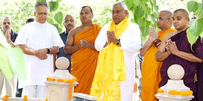 मुख्यमंत्री नीतीश कुमार ने बुद्ध पूर्णिमा पर की बोधि वृक्ष की पूजा-अर्चना