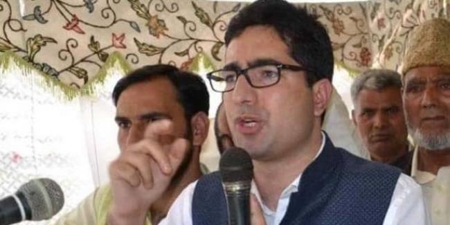 विदेश जा रहे शाह फैसल को दिल्ली एयरपोर्ट पर पुलिस ने रोका, कश्मीर वापस भेजा