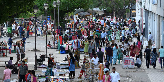 Remove illegal vendors from Sector 17, says HC