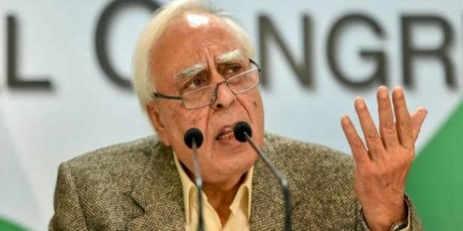 कपिल सिब्बल बोले- दिल्ली में मुकाबला त्रिकोणीय, कांग्रेस की जीत मुश्किल