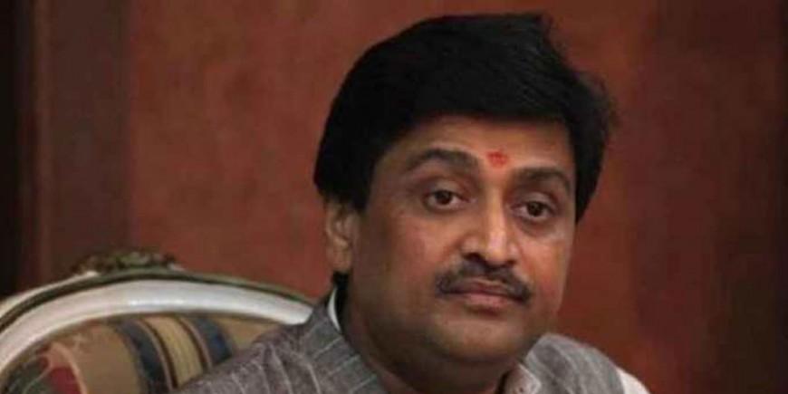 फडणवीस कांग्रेस विधायकों को फोन कर BJP में शामिल होने को कह रहें: अशोक चव्हाण