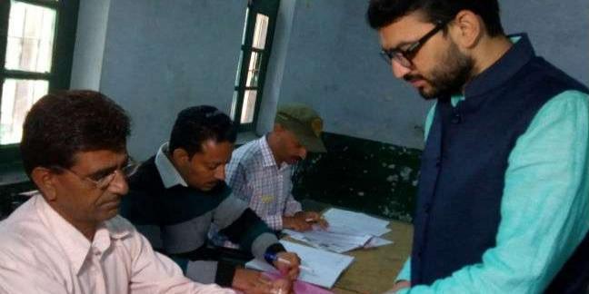 हिमाचल उपचुनाव: पोलिंग बूथ पर लगी लाइनें, भाजपा प्रत्याशी ने किया मतदान