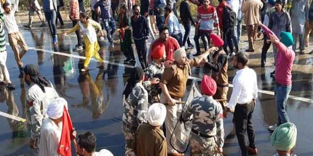 शिक्षामंत्री की कोठी समक्ष प्रदर्शन कर रहे बेरोज़गार अध्यापकों पर लाठीचार्ज, कई घायल