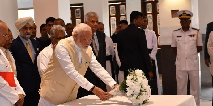 श्रीलंका पहुंचे पीएम मोदी, चर्च में दी श्रद्धांजलि, राष्ट्रपति सिरिसेना संग होगी आतंकवाद पर चर्चा