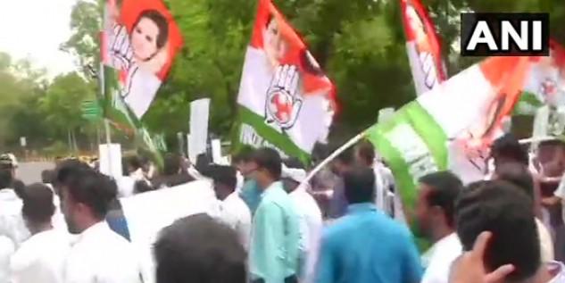 चमकी बुखार का हंगामा दिल्ली पहुंचा, यूथ कांग्रेस का हर्षवर्धन के घर पर प्रदर्शन