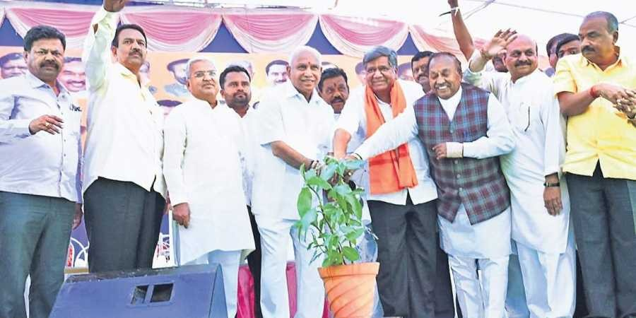 Eye on Lingayats, B S Yeddyurappa sets foot in Kundgol