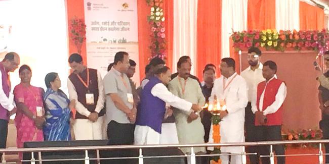 झारखंड में शहरी गैस आपूर्ति परियोजना समेत तीन योजनाओं का मुख्यमंत्री रघुवर दास ने किया उद्घाटन