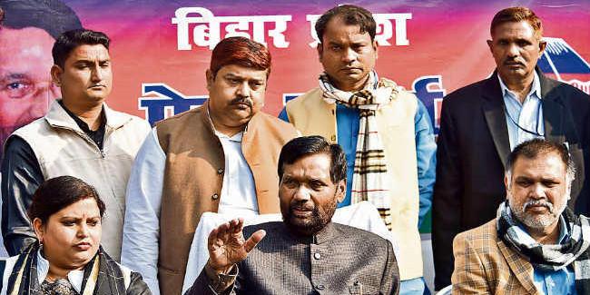 केंद्रीय मंत्री रामविलास पासवान बोले, निजी क्षेत्र में भी लागू हो 60% आरक्षण