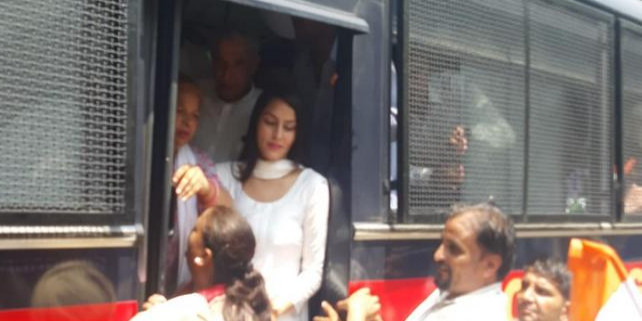 प्रियंका गांधी के समर्थन में कांग्रेस का प्रदर्शन; पुलिस के साथ झड़प, बंसल सहित कई नेता गिरफ्तार
