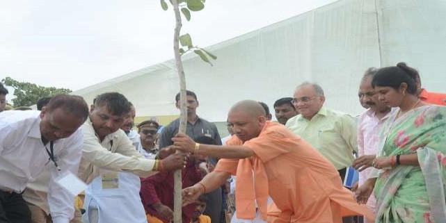 क्रांति दिवस पर UP में मनाया गया पर्यावरण महाकुंभ, एक दिन में रोपे गए 22.59 करोड़ पौधे, बनाया रिकार्ड