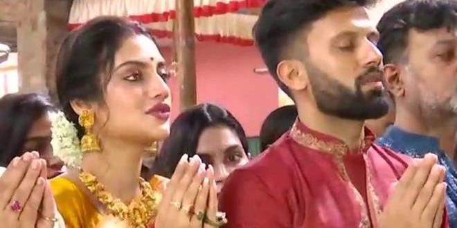 TMC MP Nusrat Jahan Offers First Anjali to Goddess Durga