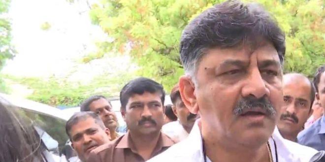 कौन हैं कांग्रेसी नेता डीके शिव कुमार जिन्हें गिरफ़्तार कर लिया गया