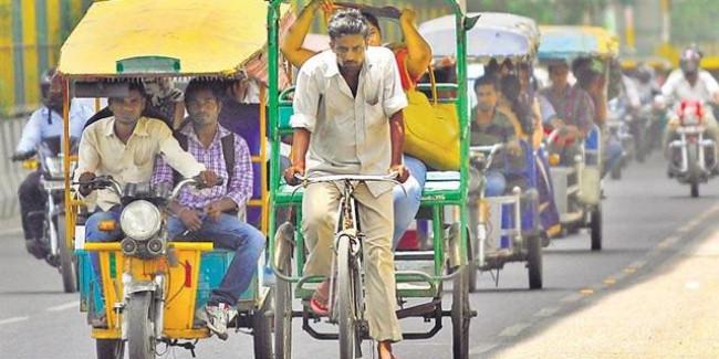 उत्तराखंड सरकार ने बढ़ाई ई-रिक्शा चालकों कि परेशानी