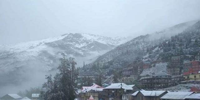 लाहुल घाटी में हिमपात शुरू, सड़कें बंद होने से कृषि मंत्री काजा में फंसे