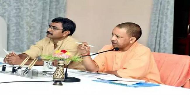 काशी में CM योगी ने अफसरों को दी नसीहत, कहा- भ्रष्टाचार से रहें दूर