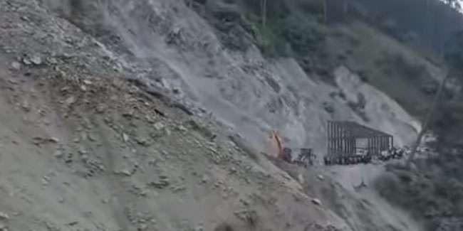 जम्मू-कश्मीर: जोजिला में बादल फटने से श्रीनगर-लेह राष्ट्रीय राजमार्ग पर कई जगह भूस्खलन, यातायात ठप