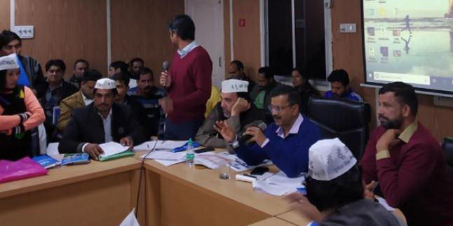 लोकसभा चुनाव के लिए कार्यकर्ताओं को अरविन्द केजरीवाल ने दी ट्रेनिंग