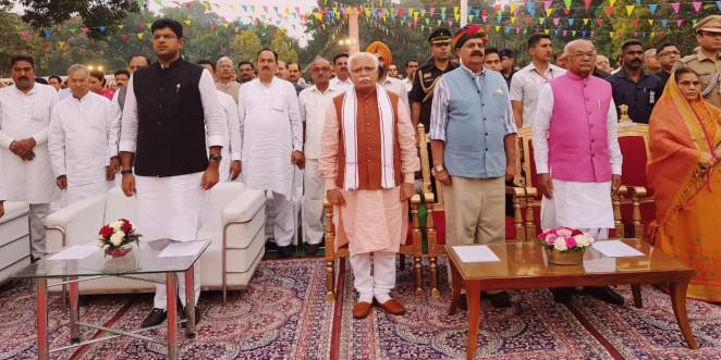 Haryana CM ML Khattar Announces Cash Incentives for Reporting Stubble Burning