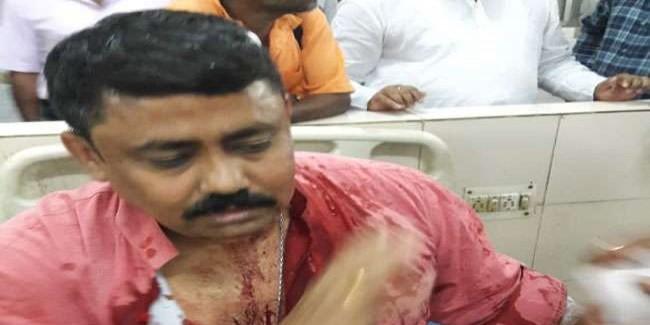 बंगाल के दमदम में भाजपा नेता पर हमला, चुनावी कार्यालय में तोड़फोड़