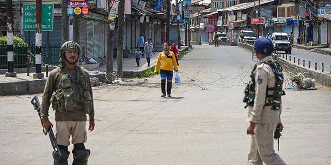 कश्मीर के अधिकतर हिस्सों में लोगों के आने-जाने पर लगा बैन हटा, सुरक्षाबल रहेंगे तैनात