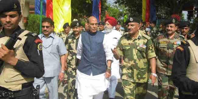 जैसलमेर पहुंचे रक्षामंत्री राजनाथ सिंह, थलसेनाध्यक्ष बिपिन रावत ने किया स्वागत