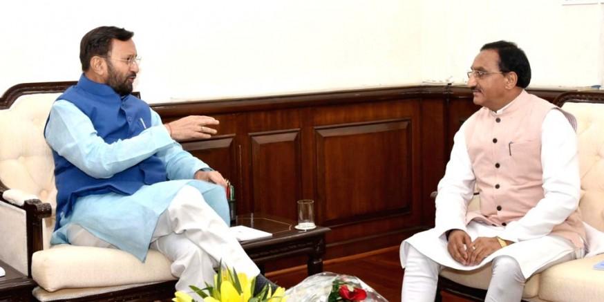 मुख्यमंत्री ने केंद्रीय मंत्री जावड़ेकर और निशंक से की मुलाकात, कहा- कई लंबित मामलों पर बनी सहमति
