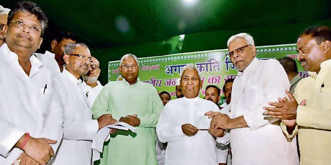 राजद का सदस्यता अभियान शुरू, नदारद रहे तेजस्वी यादव, रामचंद्र पूर्वे ने कही ये बात