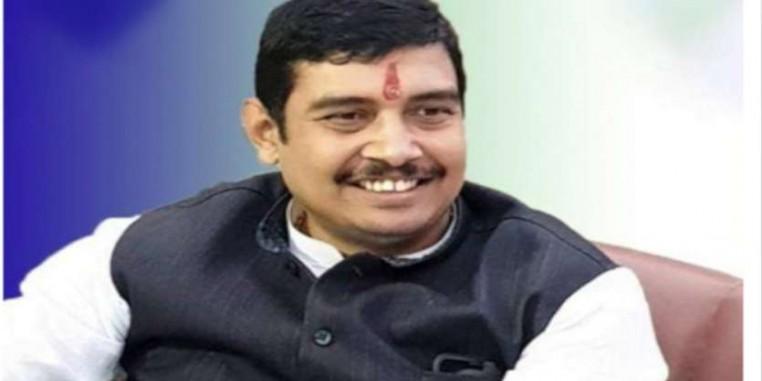 रेप के आरोपी BSP सांसद अतुल राय ने वाराणसी की कोर्ट में किया समर्पण