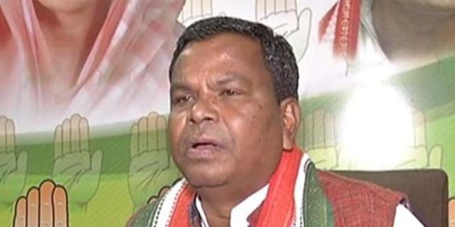 कांग्रेस के मंत्री कवासी लखमा की नसीहत! नेता बनना है तो एसपी-कलेक्टर का कॉलर पकड़ो
