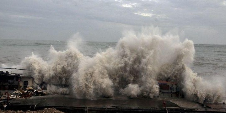 Cyclone Vayu to miss Gujarat after course changes overnight