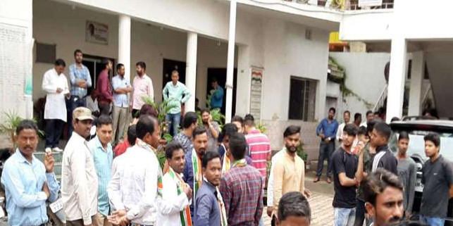 सुबोधकांत सहाय और अजय कुमार के समर्थकों में मारपीट, पुलिस ने भांजी लाठियां