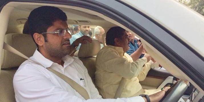 21 दिन की फरलो पर जेल से बाहर आए अजय चौटाला, 16 अप्रैल को जेजेपी कर सकती है उम्मीदवारों की घोषणा