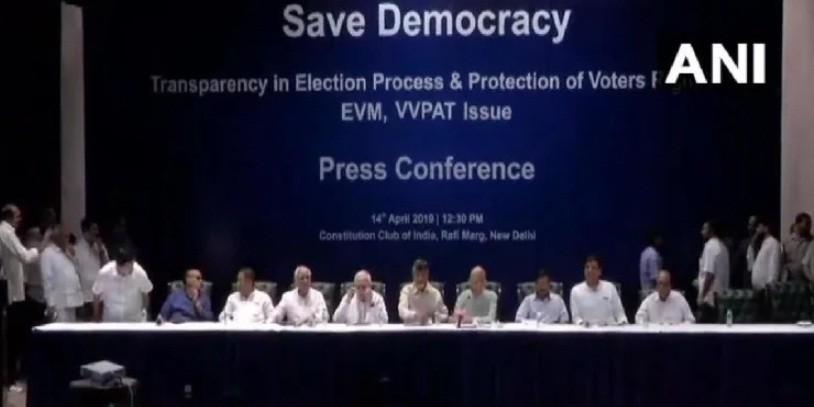 विपक्ष ने फिर उठाए ईवीएम पर सवाल, कहा- बटन दबाने पर एक ही पार्टी को गए वोट