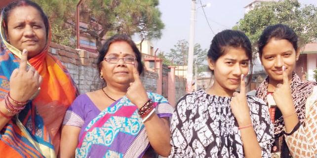रून्नीसैदपुर के नक्सल क्षेत्रों में चुनाव बहिष्कार की अपील का असर नहीं, वोटरों की लंबी-लंबी कतारें