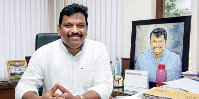 Casino vessels to remain in Mandovi river until policy formulated: Michael