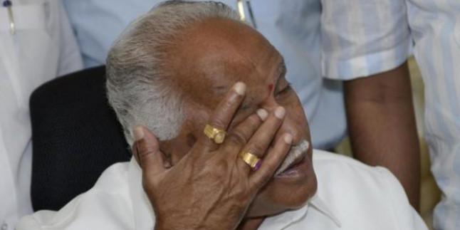 Yediyurappa faces heavy protest during his tour of flood-ravaged North Karnataka