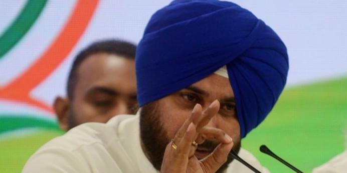 इस्तीफे के बाद फिर दिल्ली पहुंचे 'गुरु', आलाकमान से मुलाकात के बाद तेवर पड़े नरम, फैसले पर निगाहें