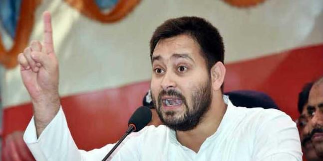 तेजस्वी यादव पहुंचे पटना, कहा चुनाव आयोग ने किया षड्यंत्र
