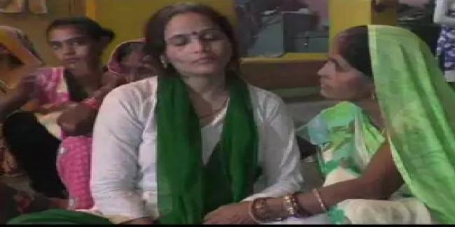 कमलेश तिवारी हत्याकांड: पत्नी बोली- CM के आने तक नहीं होगा अंतिम संस्कार