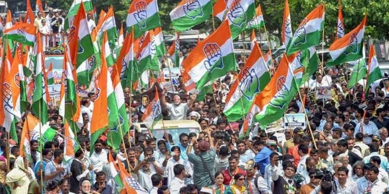 लोकसभा चुनाव में मिली हार के बाद कांग्रेस दो गुटों में बंटी