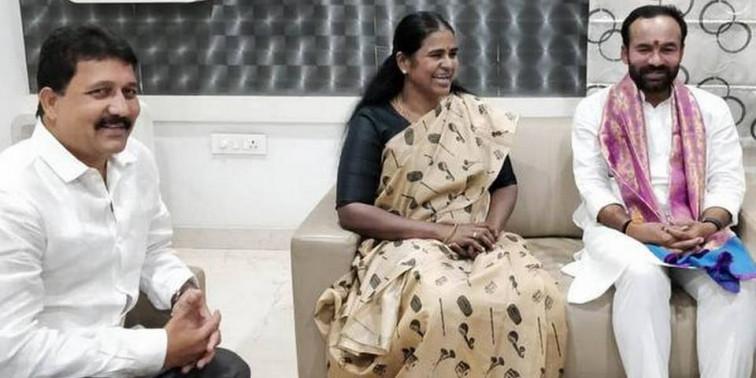 Kishan Reddy visits ex-Mayor Karthika Reddy