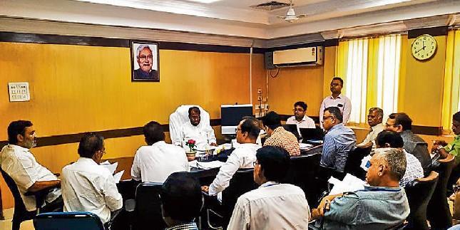 उद्योग मंत्री श्याम रजक ने की योजना की समीक्षा, कहा- एससी-एसटी उद्यमियों को प्रमंडल स्तर पर प्रशिक्षण