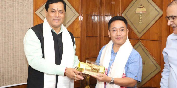 Sikkim CM Tamang calls on Assam CM Sonowal