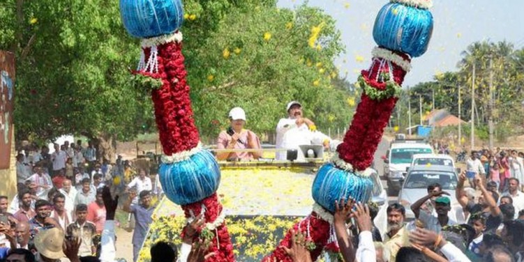 An election campaign trail that is festooned with garlands