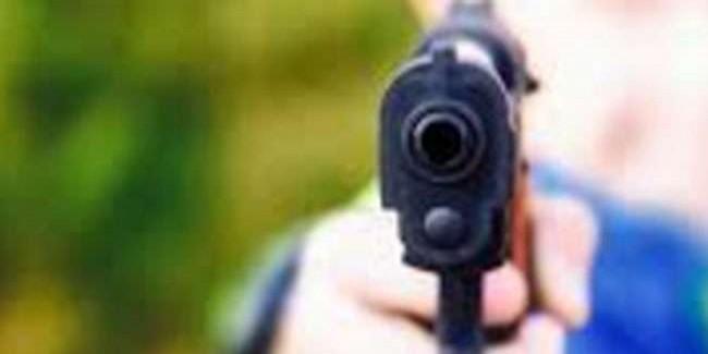 झारसुगुड़ा के मंडलिया में दिनदहाड़े पूर्व पार्षद को गोली मारी