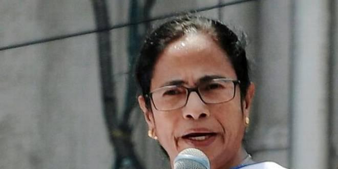 ममता बनर्जी का आरोप- कश्मीर में मानवाधिकारों का हो रहा है उल्लंघन