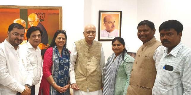 कैबिनेट मंत्री बनने पर अर्जुन मुंडा को बधाइयों का तांता, आडवाणी समेत पार्टी के कई वरिष्ठ नेताओं से की मुलाकात